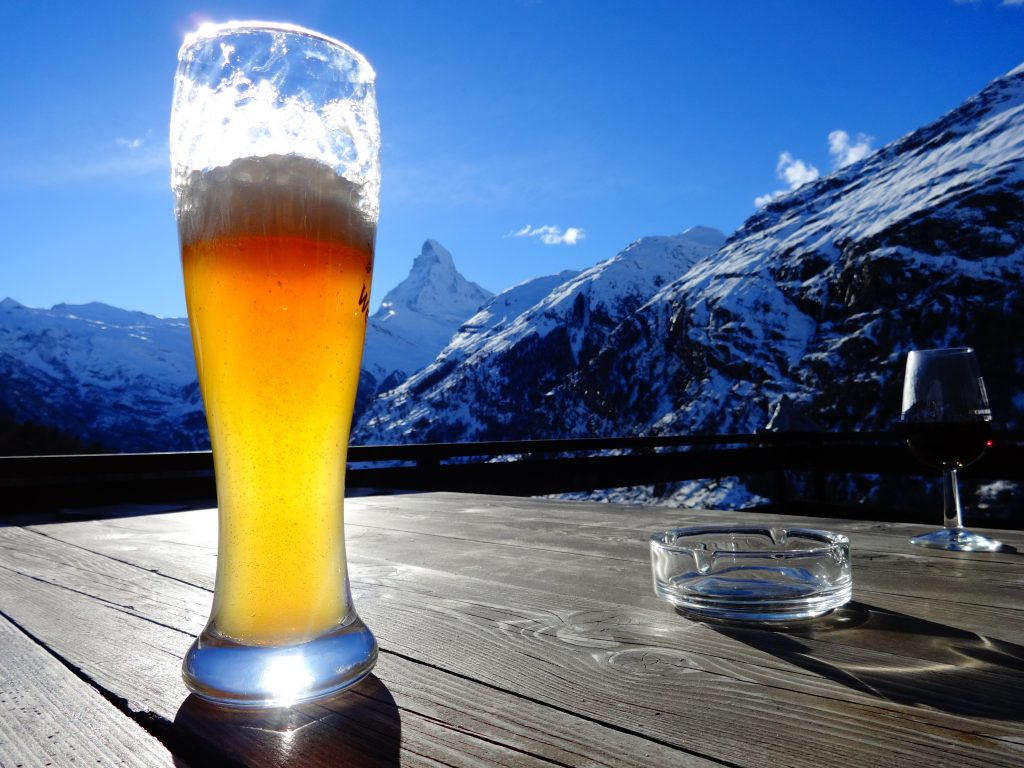 beer on the table with matterhorn in the background