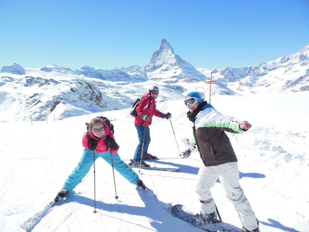 3 people skiing in zermatt