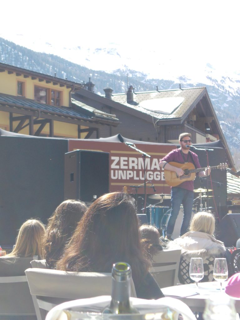band playing on Zermatt Unplugged