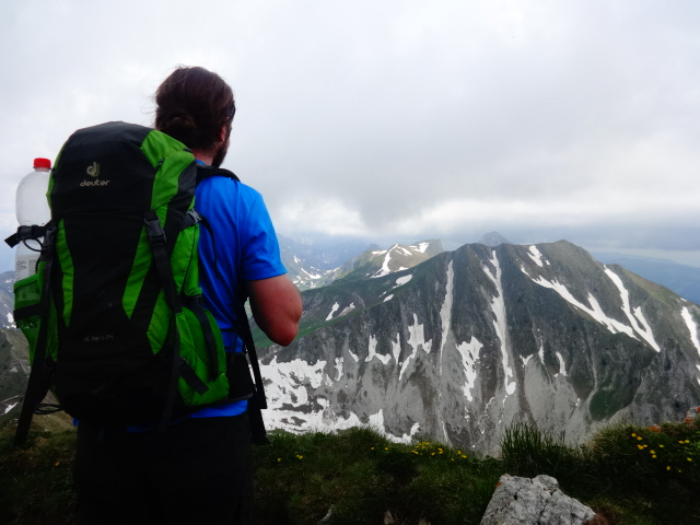 Men looking at the mountains