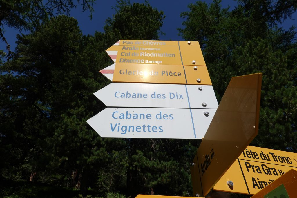 sign to cabane des vignettes